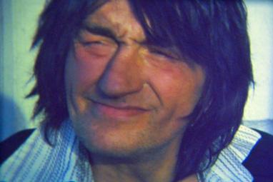 """Charlie. Bilde fra musikkvideoen til """"Lengter hjem""""."""