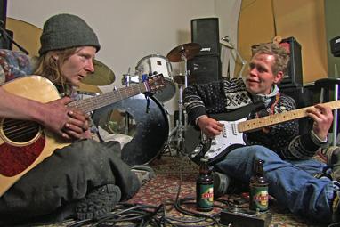 """Clas og Kent øver på """"Savage garden"""". Foto fra filmen"""