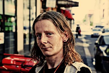 """Clas Andersen, medvirkende i """"Uteliggernes sang"""". Foto Dimitri Koyutsomytis."""