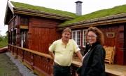 Edgar Hanssen og Mai-Britt Thorsrud Jansen har kjøpt ny hytte. Foto Kenneth Elvebakk.