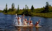 Famlien Gilbo på badetur, Vaset. Foto Kenneth Elvebakk.